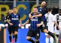 Radja Nainggolan merayakan gol bersama Matteo Politano saat Intermilan menghadapi Juventus, Minggu (28/4/2019) dini hari WIB/REUTERS-Daniele Mascolo