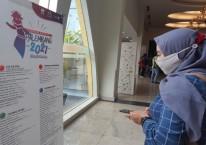 Pengunjung hotel memantau kalender event sepanjang 2021 yang dirilis Dinas Pariwisata Kota Palembang. Bisnis/Dinda Wulandari