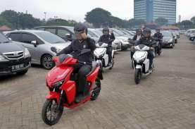 Sandiaga Uno Jajal Motor Listrik Gesits: Cocok Buat…
