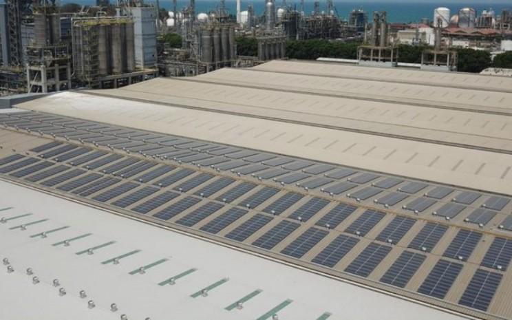 Panel surya pertama Chandra Asri yang dibangun pada 2019 telah mampu menghasilkan energi 935 megawatt-jam untuk melistriki gedung perkantoran Chandra Asri di Cilegon.  - Chandra Asri