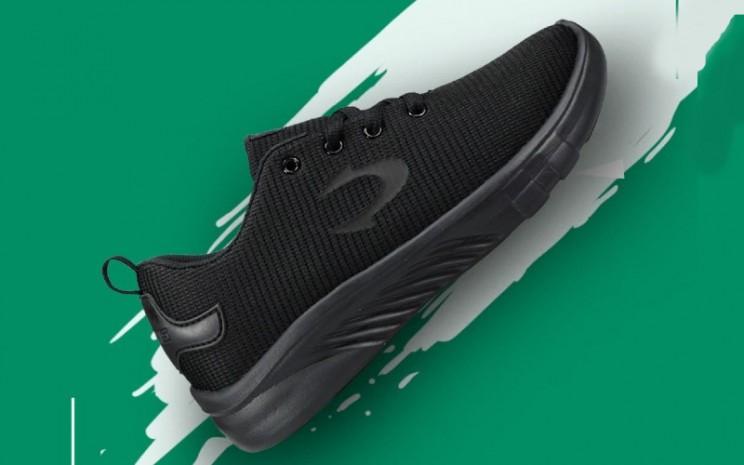 Sneaker. Biasanya steal deal akan didapatkan dari hasil lelang pada online shop.   - Tomkins