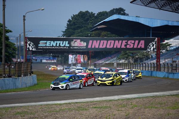 PT Honda Prospect Motor menggelar seri keempat Honda Jazz Speed Challenge (HJSC) dan Honda Brio Speed Challenge (HBSC) di Sirkuit International Sentul, Bogor, pada 18 Agustus 2018. - Bisnis.com/HPM