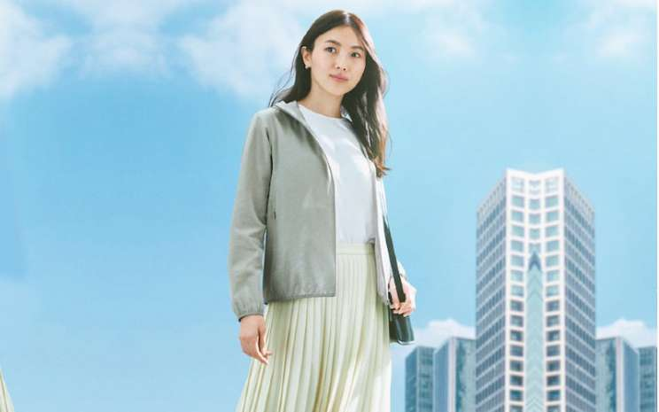 Uniqlo. Peringkat UPF 30 berarti kulit yang tertutup pakaian membutuhkan waktu 30 kali lebih lama untuk terkena sinar UV daripada kulit telanjang.  - Uniqlo