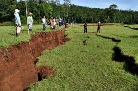 Pergerakan Tanah di Cianjur Meluas, Tenda Pengungsian…