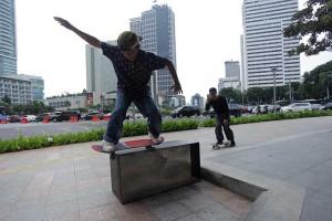 Gubernur DKI Jakarta Anies Baswedan Izinkan Trotoar Untuk Bermain Skateboard