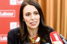 PM Jacinda Ardern Borong Vaksin Pfizer untuk Selandia…