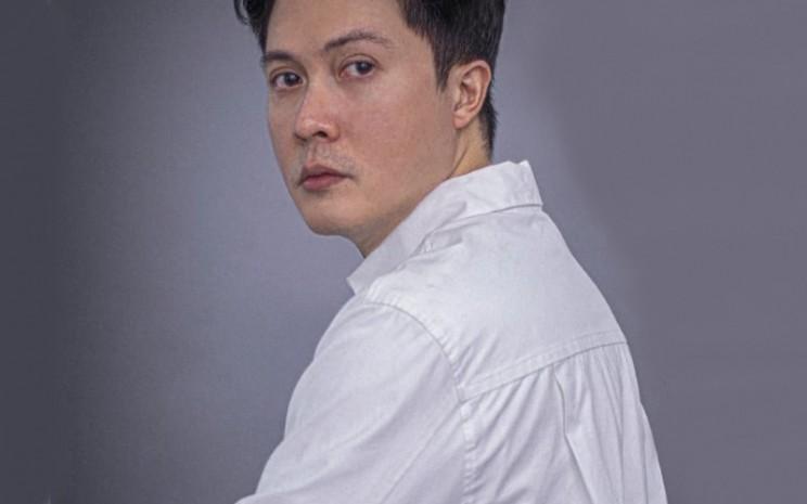 Danjyo Hyoji. Pada 2001 Dana membuat label Danjyo yang membatunya mandiri secara finansial.  - Dana Maulana