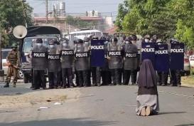 Minta Setop Kekerasan di Myanmar, Paus Fransiskus Rela Berlutut di Jalan