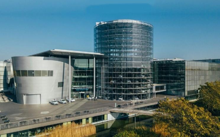 Pabrik Volkswagen di Glaserne, Dresden.  - Volkswagen
