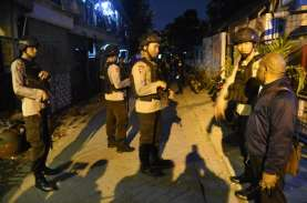 Densus 88 Bawa 22 Terduga Teroris Jatim ke Jakarta