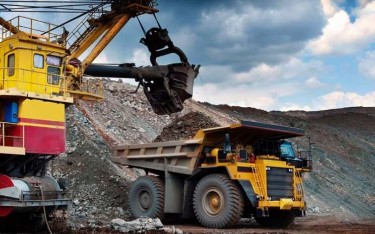 Aktivitas operasional PT Cakra Mineral Tbk. Perusahaan ini merupakan produsen dan eksportir logam bijih besi dan pasir zircon. Mulai 28 Agustus 2020, Bursa Efek Indonesia akan menghapus saham berkode CKRA dari papan pengembangan. - ckra.co.id