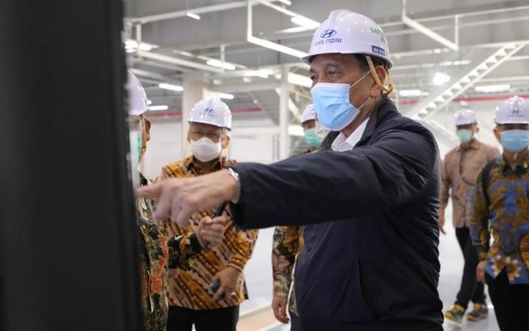 Menteri Koordinator Bidang Kemaritiman dan Investasi (Menko Marves) Luhut B. Pandjaitan mengunjungi Pabrik Mobil Listrik Hyundai di kota Deltamas, Bekasi, Jumat (6/11/2020).  - KeMenko Marves