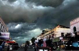 Kota Bandung Berpotensi Diguyur Hujan Disertai Petir Siang Ini