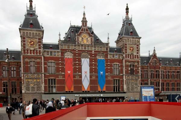 Stasiun Sentral Amsterdam, Belanda. pada 24 April 2013. - Reuters/Cris Toala Olivares
