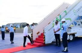 Kunker ke Malut, Jokowi Resmikan Terminal Bandara Kuabang dan Tinjau Vaksinasi