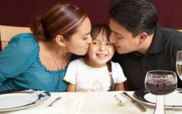 Happy family. Kurangi sumber beban yang negatif atau membuat stres.  - ANTARA