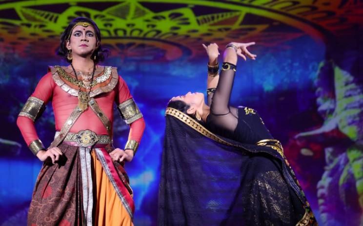 Savitri tidak peduli dengan ramalan tersebut, dan menikah dengan Setiawan.  - Teater Koma
