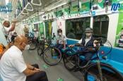 Anies - Ariza Uji Coba Bawa Sepeda Non Lipat di MRT Jakarta