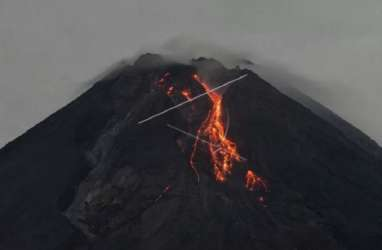 Pagi Ini, Merapi Luncurkan Guguran Lava Pijar Sejauh 700 Km