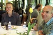 Foto Jadul Tunjukkan Keakraban Elon Musk dan Jeff Bezos