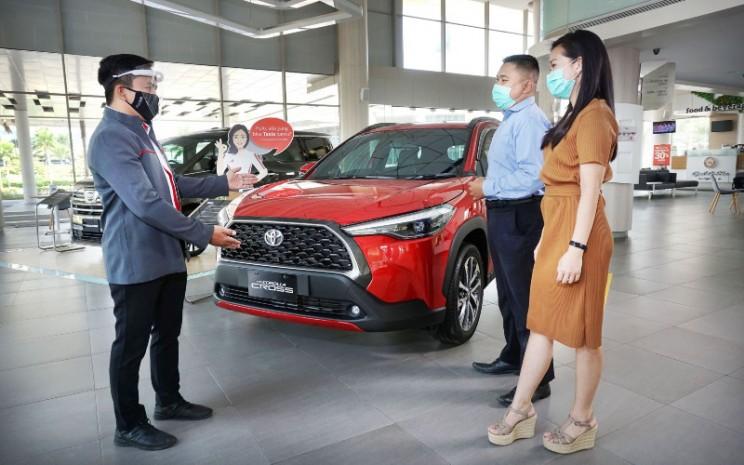 Ilustrasi penjualan mobil di dealer.  - Auto2000