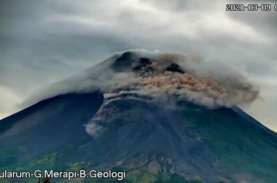 Awan Panas Gunung Merapi Meluncur ke Arah Barat Daya