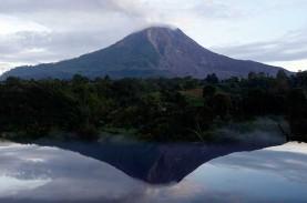 Erupsi Lagi, Gunung Sinabung Semburkan Awan Panas…