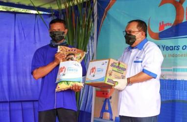 Sambut HUT Ke-50, Tanto Intim Line Bagi-Bagi Sembako untuk Pekerja