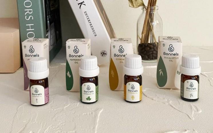Essential oil alias minyak alami Bonnels. Produk terbaru kali ini berupa single oil atau minyak alami yang berasal dari satu spesies tanaman.  - Bonnels.