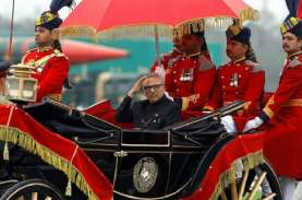 Usai Vaksinasi Pertama, Presiden Pakistan Arif Alvi…