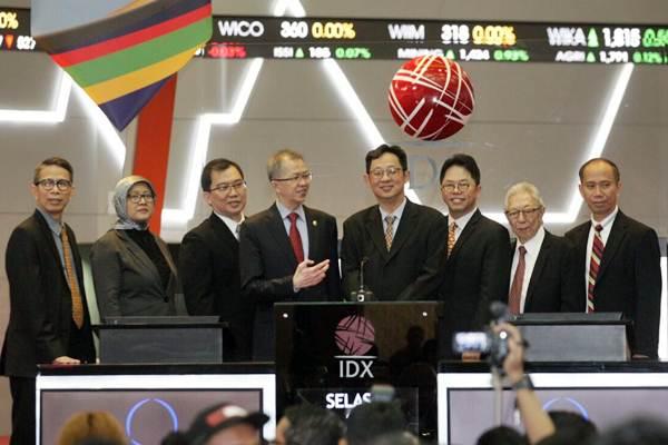 Pencatatan perdana saham Trisula Textile Industries Tbk (BELL) , di Jakarta, Selasa (3/10). - JIBI/Dedi Gunawan
