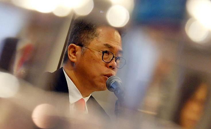 Direktur Utama PT Trisula International Tbk (TRIS) Santoso Widjojo memberikan penjelasan usai RUPST di Jakarta, Senin (29/4/2019). - Bisnis/Nurul Hidayat