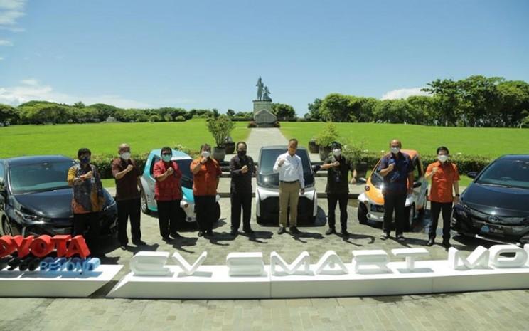 Astra dan prinsipal mendukung peluncuran project EV Smart Mobility di Nusa Dua, Bali, Rabu (31/3/2021).  - Toyota