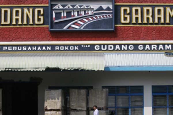 Pabrik rokok PT Gudang Garam Tbk di Kediri, Jawa Timur - Antara/Arief Priyono