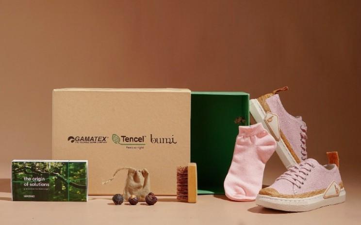 Koleksi Wabi-Sabi dari Pijakbumi ini memberikan pengalaman yang baru bagi pelanggan dan penggemar setia untuk beralih dan berkontribusi melestarikan Bumi dengan memilih produk alas kaki yang nyaman dan ramah lingkungan.  - Pijakbumi