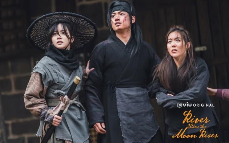 Kepiawaian mereka memberi warna kuat dalam drama yang ditayangkan oleh Viu setiap Senin dan Selasa.  - Viu