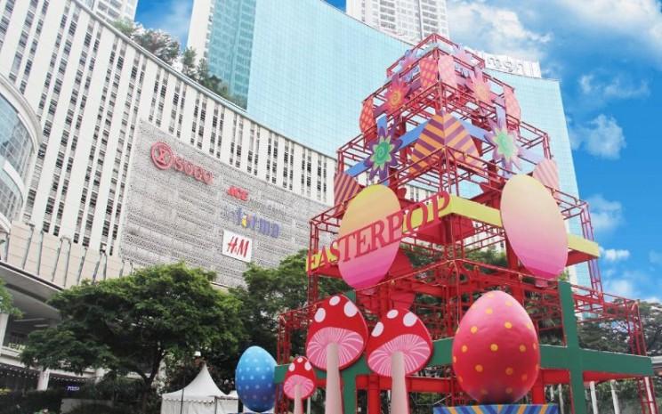 Easter Pop Decoration. Easter Pop akan membuat mal dipenuhi dengan dekorasi warna-warni yang bertemakan Easter Pop Art di berbagai area Atrium, Ground Floor dan Tribeca Park.  - Central Park