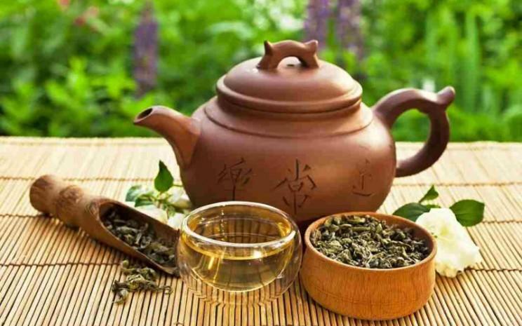 Ilustrasi teh oolong, bermanfaat untuk diet dan menjaga imun tubuh karena mengandung antioksidan tinggi.