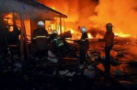 23 Mobil Damkar Tangani Kebakaran di Apartemen Taman…