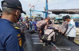 Tim Gabungan Mencari 17 Nelayan Hilang Pasca Kecelakaan Kapal di Indramayu