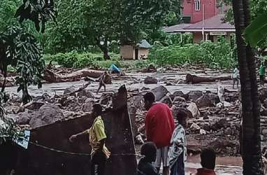 Banjir Bandang Flotim: 27 Orang Hilang, 4 Jembatan Putus