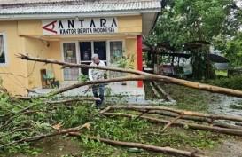 Siklon Tropis Seroja Lumpuhkan Aktivitas Warga Kupang