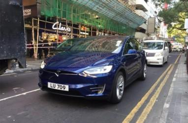 Autopilot Mobil Tesla Menyerah Hadapi Jalanan Macet di Vietnam