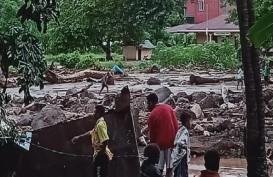 Polri Kirim Bantuan Logistikuntuk Korban Banjir di NTT