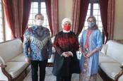 Ibu Negara Turki Minati Batik Indonesia
