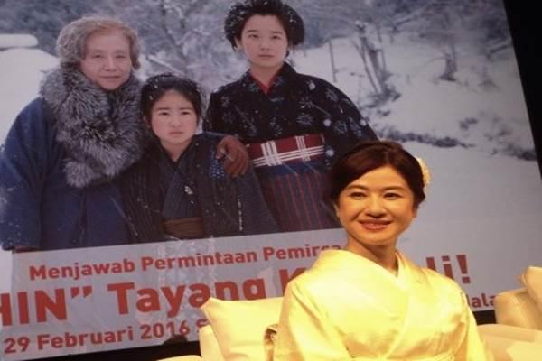 "Aktris Ayako Kobayashi, pemeran Oshin kecil dalam serial Jepang ""Oshin"", saat konferensi pers Waku Waku Japan di Jakarta, Kamis (18/2/2016). - Antara"