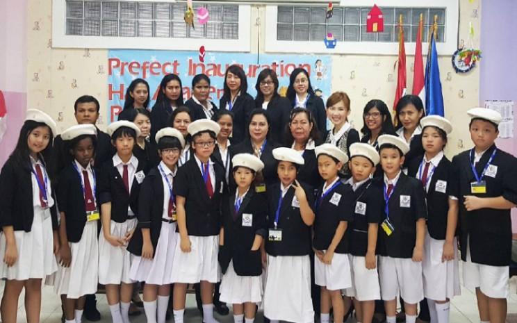 Murid dan guru di Sekolah Saint Monica Jakarta.  - Saint Monica Jakarta School