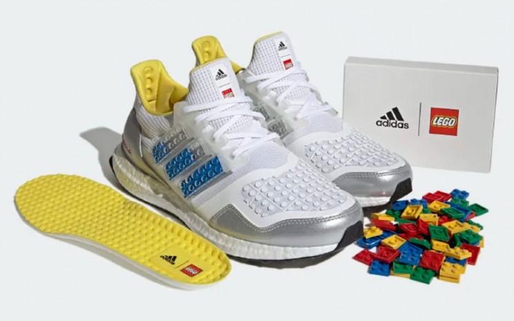 Tampilan sepatu Adidas Ultraboost DNA x Lego Plates  - Dok. Adidas.com