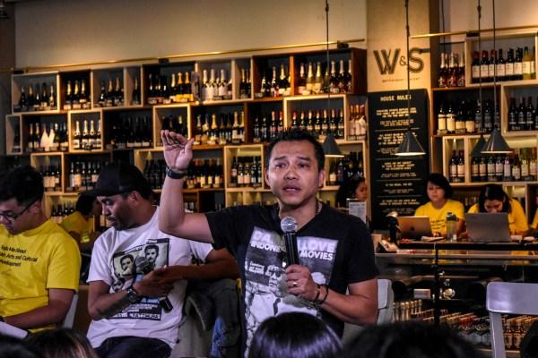 Musisi sekaligus anggota DPR Anang Hemansyah (kedua kanan), didampingi penyanyi Glenn Fredly (tengah) menghadiri diskusi terkait RUU Permusikan di Jakarta, Senin (4/2/2019)  - ANTARA FOTO/Dede Rizky Permana