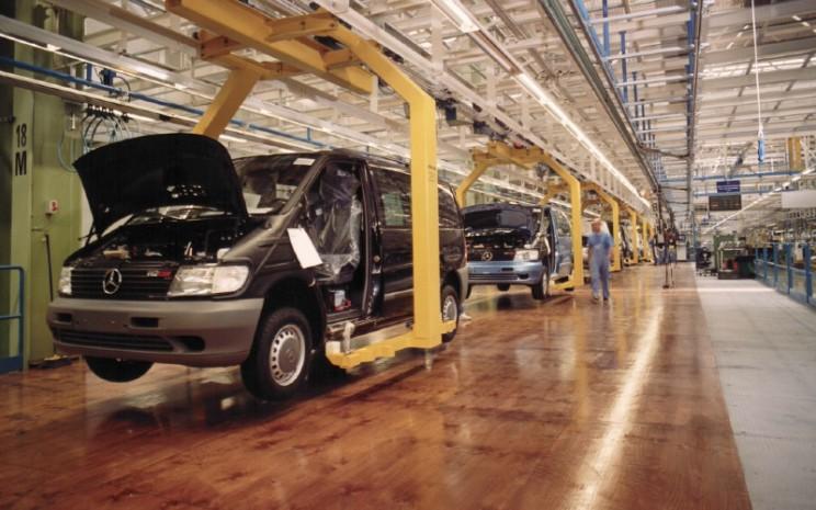 Produksi Mercedes Benz Vito di Pabrik Vitoria, Spanyol. Mercedes Benz Vito juga dipasarkan di Indonesia, yakni Vito 2,1 l AT bermesin diesel.  - DAIMLER